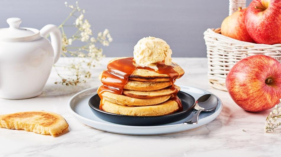Pancakes-aux-pommes-et-au-caramel-au-beurre-sale_image950x533